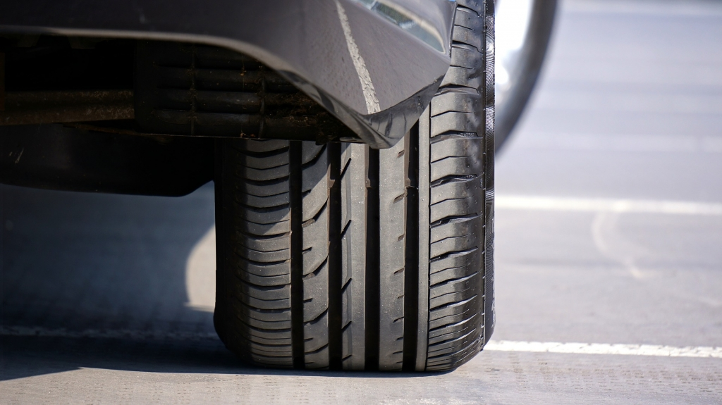 car rear tyre tread