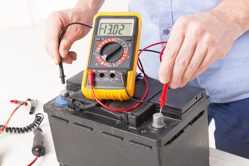 testing a car battery with a multi meter